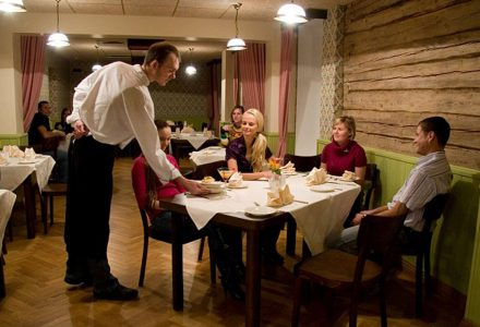 Kiudoski Restoraan |Hotell Räpina